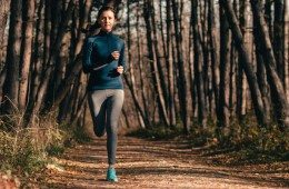 800x400-woman-jogging-forest-leaves