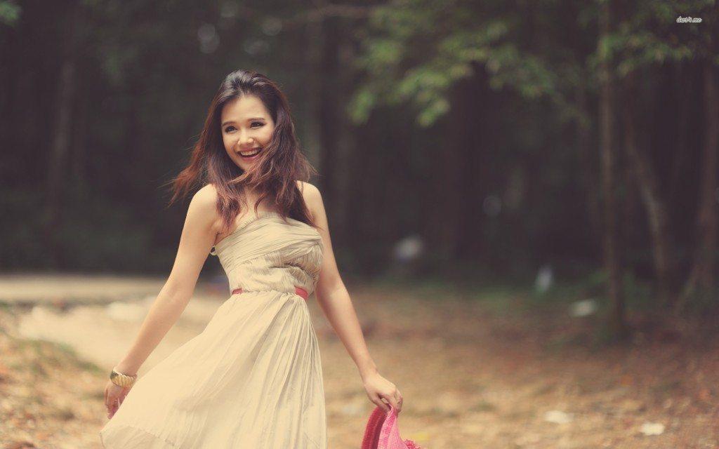 16389-happy-girl-in-a-summer-dress-1920x1200-girl-wallpaper