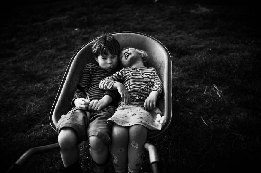 raw-childhood-without-electronic-devices-niki-boon-new-zealand-3