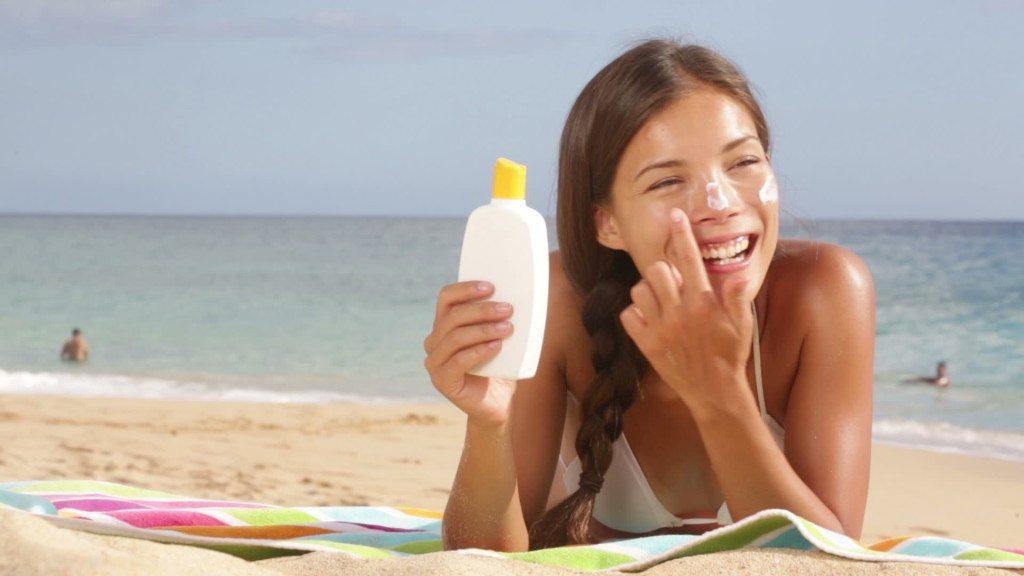 -sunscreen-woman-applying-suntan-lotion_galleryhip.com (1)