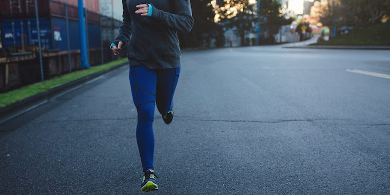 800x400-woman-running-outside-winter