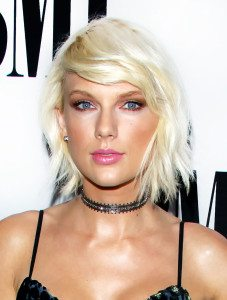 Taylor-Swift-Platinum-Blonde-Hair