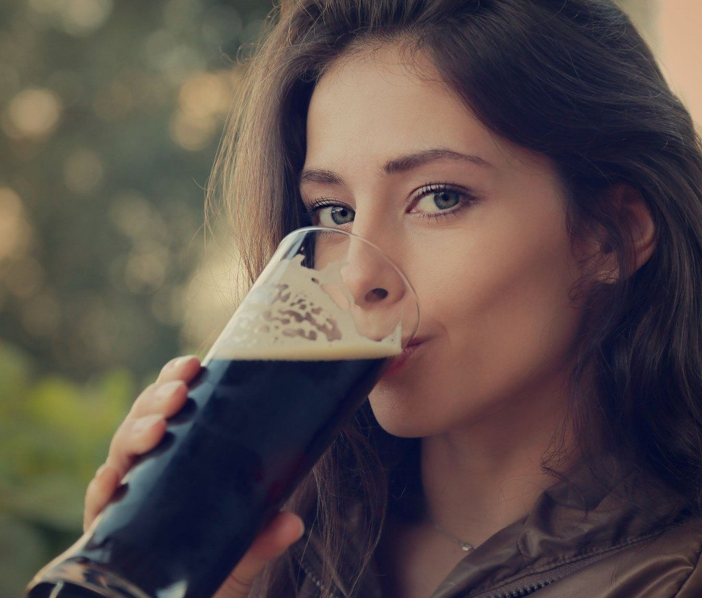 woman-drinking-beer-e1413487602672