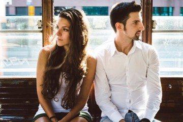 elitedaily-simone-becchetti-couple-traveling-on-train-800x400