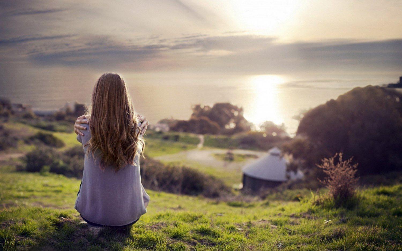 sunset-hill-woman