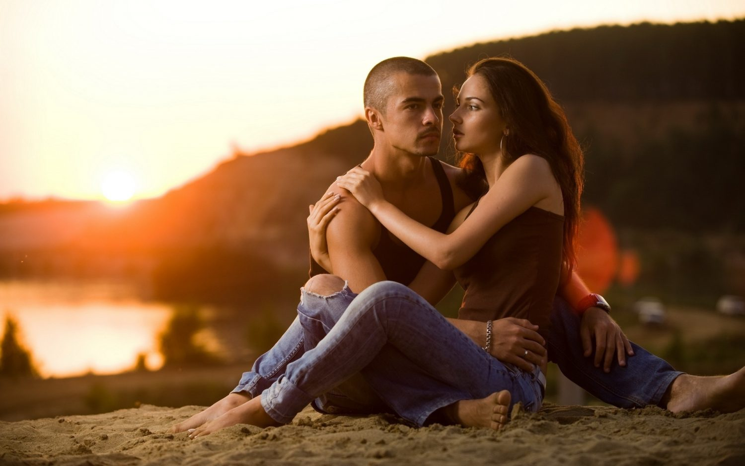 couple_love_romance_sunset_25671_3840x2400