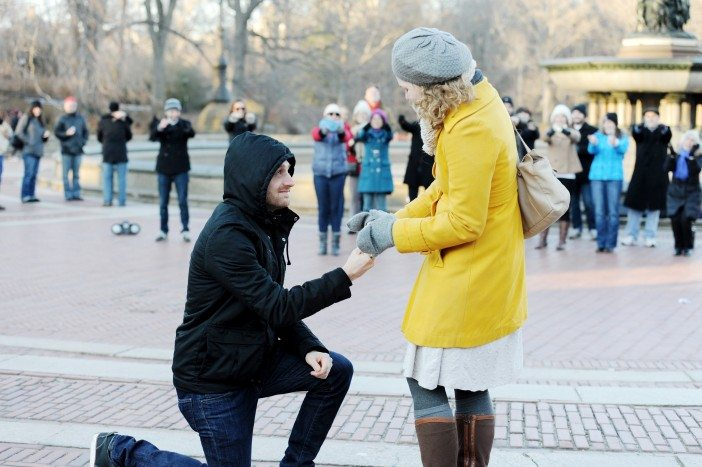best-marriage-proposal-ever_central-park-winter-proposal-702x467