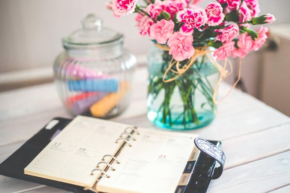 flowers-desk-office