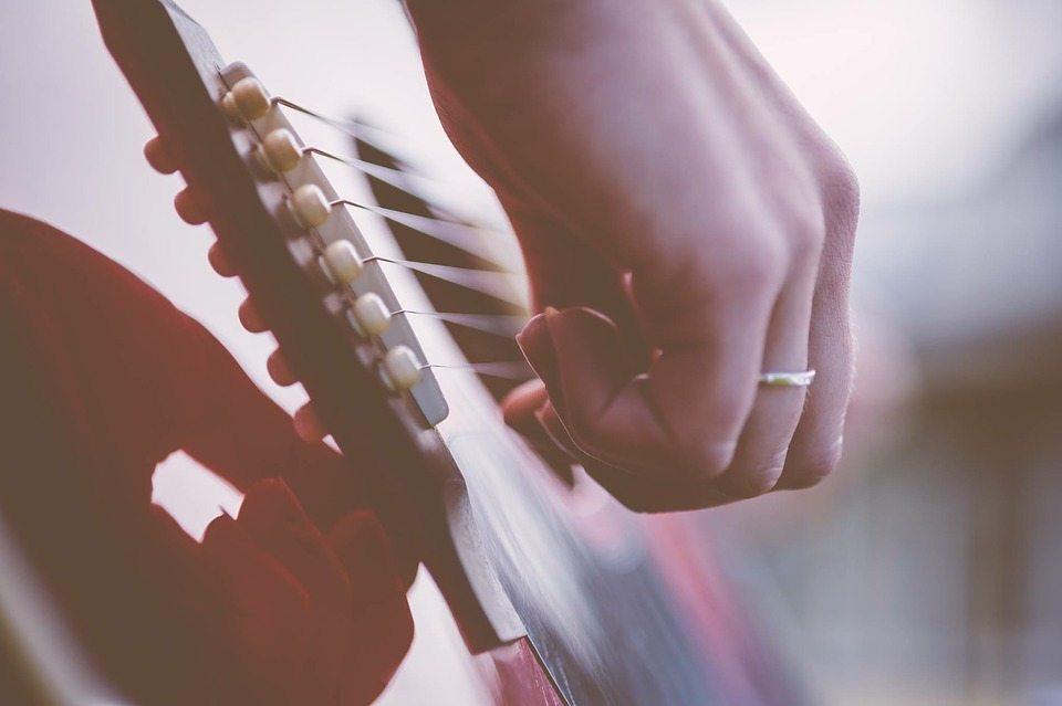 guitar-1354022_960_720