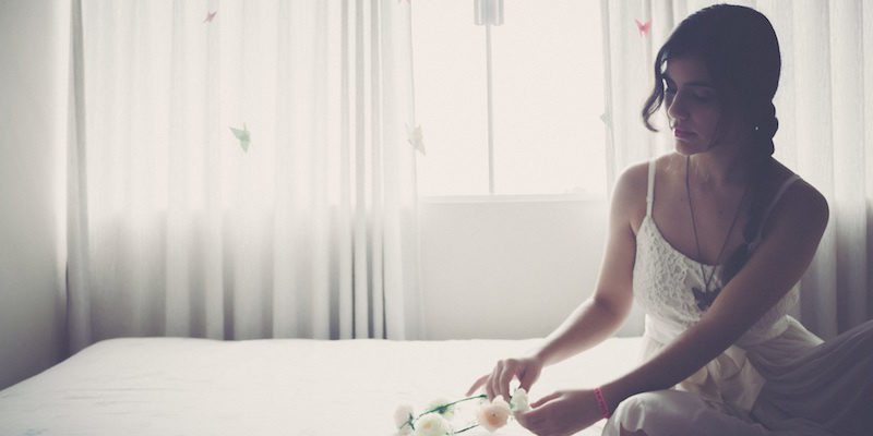 800x400-woman-alone-on-bed