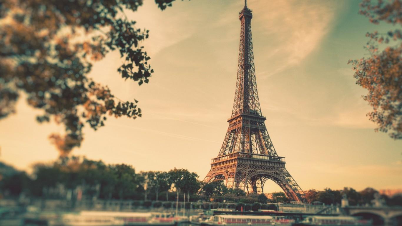 eiffel_tower_paris_vintage_boats_duplicate_1366x768_7140