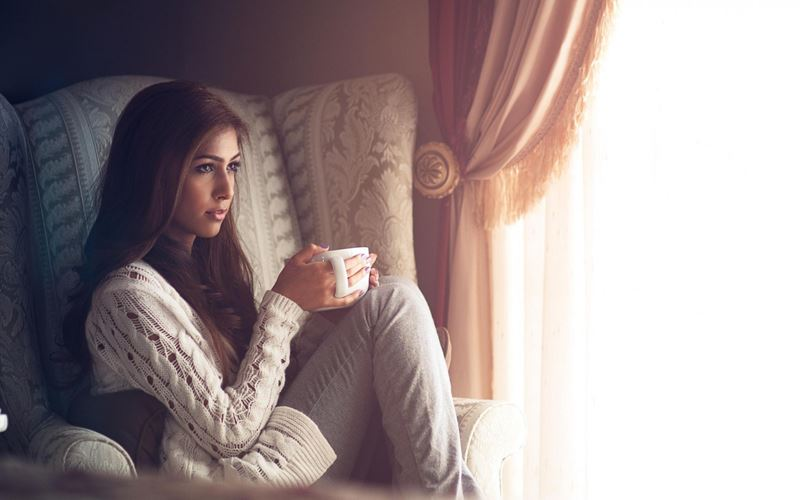 morning-sweet-mood-girl-holding-a-cup