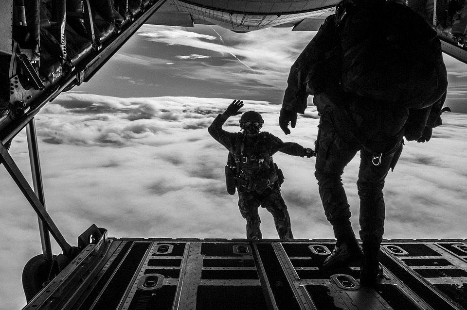 parachuting-1705702_960_720