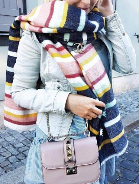 rv3z1c-l-610x610-scarf-tumblr-stripes-chanel-chanelbrooch-jacket-denimjacket-bluejacket-dress-bluedress-stripeddress-bag-pinkbag-chainbag