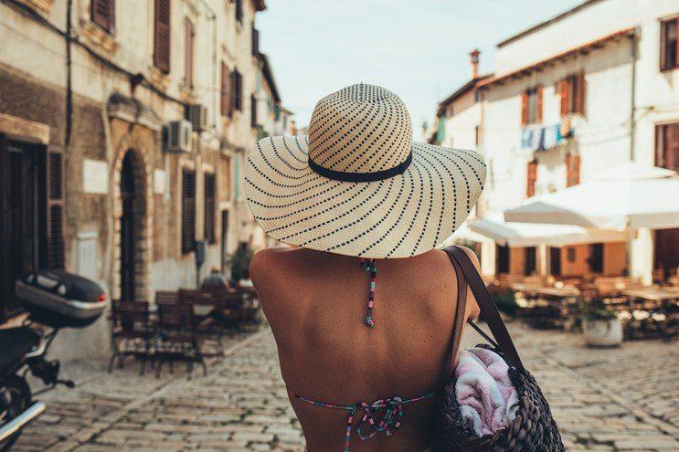 traveling-girl