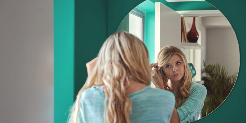 woman-looks-in-mirror