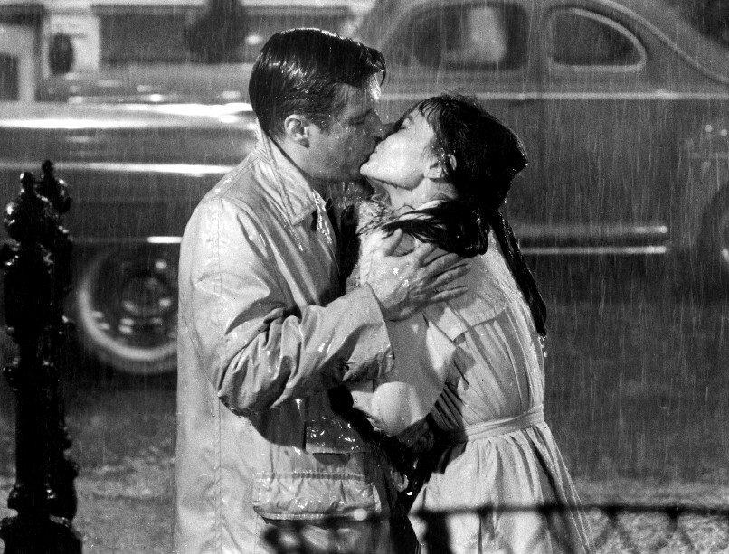 Audrey-Hepburn-and-George-Peppard-in-Breakfast-At-Tiffanys-1961.