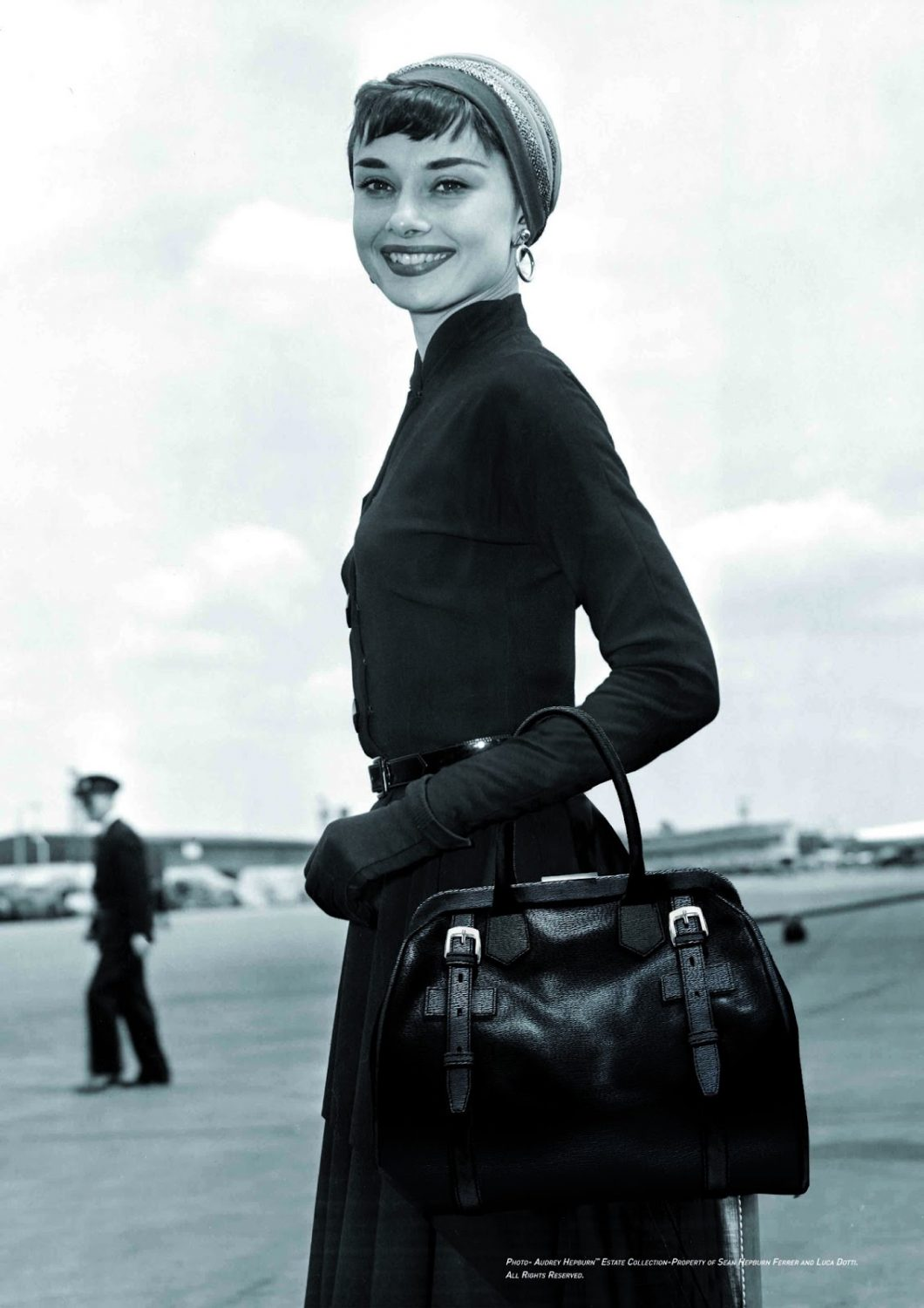 Audrey_Hepburn_with_black_Riviera_bag_01